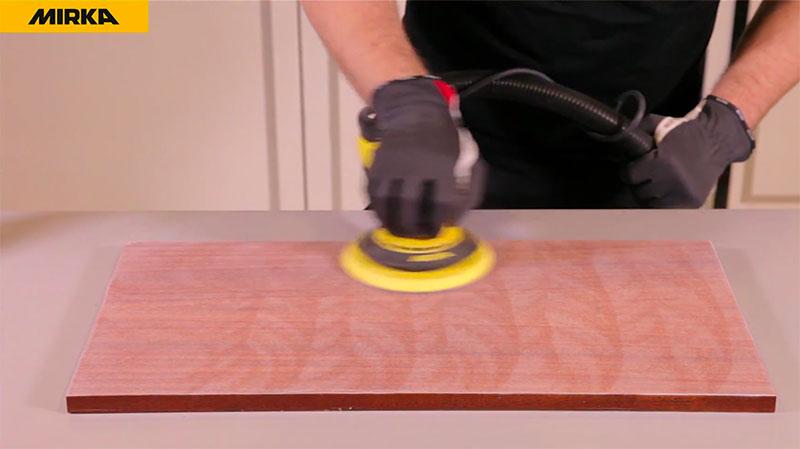 1-ère étape pour la finition rapide des surfaces en bois hate brillance