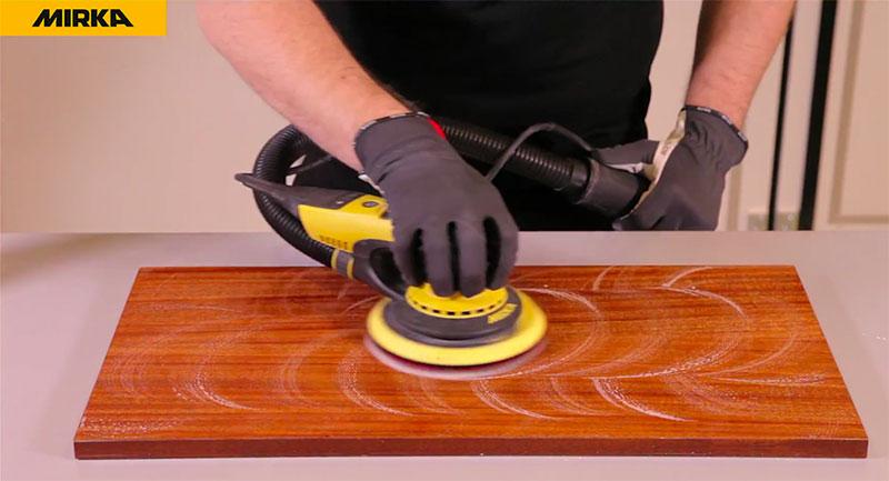 3-èeme étape pour la finition rapide pour surfaces en bois